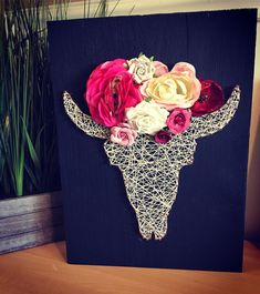 D String . Steer head with flowers Show Steers, Steer Head, Wood Crafts, Diy Crafts, Fair Projects, String Art, Country Girls, Flower Art, How To Make Money
