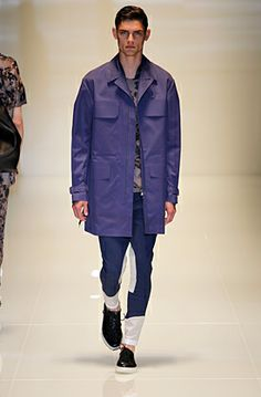 Love the paneling on all of the pants in the Gucci Spring Summer 2014 line. Someone knock it off quick, pro favor!