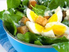 Salata de spanac cu oua si crutoane Caprese Salad, Cobb Salad, Romanian Food, 30 Minute Meals, Salad Dressing, Vegetarian Recipes, Good Food, Food And Drink, Dinner