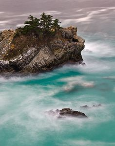 A view of the edge of the McWay Falls Cove in Big Sur Scenic Photography, Amazing Photography, Beautiful Places To Visit, Beautiful World, Amazing Pics, Beautiful Pictures, The Places Youll Go, Places To Go, California Dreamin'