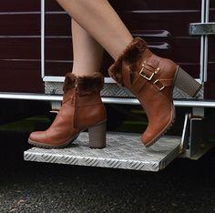 Alguns sapatos dispensam legendas. Foto by @elainspira. Shop online: tanarabrasil.com.br  Bota ref. T0281