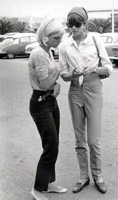 The classic style never dies! Look at those loafers | It's always the French - Sylvie Vartan & Françoise Hardy