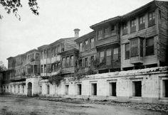 Sultanahmet Camii önündeki ahşap evler (1887)
