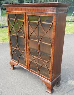 Georgian Mahogany Bookcase Cabinet | 284272 | Sellingantiques.co.uk
