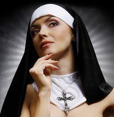 https://eltraqueteoblog.wordpress.com/2010/07/02/vainas-pendejas-italiano-cambiara-de-sexo-para-hacerse-monja-articulo/
