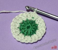 Horgolt kokárda: 1-2.kör Origami, Crochet Earrings, Floral, Flowers, Diy, Decor, Amigurumi, Creative, Decoration