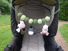 Diese niedliche Kinderwagenkette ist ein Hingucker für jeden Kinderwagen. Mit Esel, Kuh und Schaf lässt sich auch toll spielen. Super zum verschenken zu Babys Geburt oder fürs eigene Baby. Für...