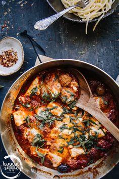 TOMAATTINEN VEGEPULLAPANNU - Hannan soppa Vegan Gains, Vegan Recipes, Cooking Recipes, Pot Pasta, Cook At Home, Garam Masala, I Love Food, Food Inspiration, Mozzarella