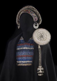 jewellery as a a prop on a mannequin Estilo Hippie Chic, Hippy Chic, Jose Luis Rodriguez, Folk Costume, Costumes, Indigenous Art, Textiles, Tribal Jewelry, Tribal Art