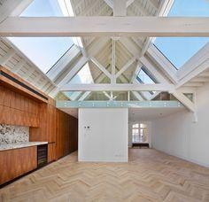 Emrys Architects turned two century London warehouses into six modern daylit apartments Loft Conversion Design, Warehouse Conversion, Loft Conversions, Loft Design, Design Case, House Design, Design Design, Design Ideas, Converted Warehouse