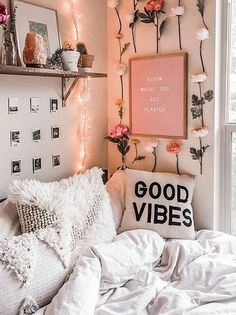 Bloom where you are planted🌷 🌿 Spring has me in such a good mood! It's amazing how much the sun and fresh flowers can brighten your day! Cute Bedroom Ideas, Room Ideas Bedroom, Tumblr Bedroom Decor, Cozy Bedroom, Bedroom Reading Nooks, Boho Home, Aesthetic Room Decor, Girl Room, Room Inspiration