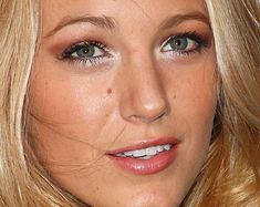 Collection of Blake Lively's makeup looks. Gold/copper outer V and bright inner corner.