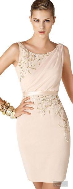 Me encanta! Elegante! Formal y a la vez sexy y sencillo! Hermoso color y lindos accesorios! Queee toque!!!