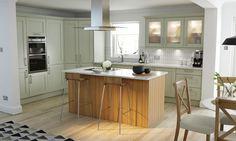 Shaker Timber Sage Matt Kitchen como las unidades que alojan el horno Shaker Style Kitchens, Shaker Kitchen, Kitchen Layout, Kitchen Colors, Kitchen Design, Kitchen Ideas, Kitchen Inspiration, Country Kitchens, Dream Kitchens