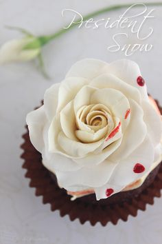I WOULD NEVER IN MY LIFE EAT THAT CUPCAKE! YUCK NOPE EW EW EW ONE CANNOT SIMPLY EVER VIEW WHITE ROSES THE SAME AND SOMEONES LIKE PEOPLE WILL EAT THIS NOPE.