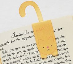Cute Kitty Printable Bookmark -- This free printable bookmark is perfect for readers and cat-lovers.