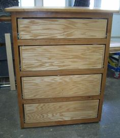 Free Woodworking Plans Free Dresser Plans - How to Build A Chest of Drawers Woodworking Furniture Plans, Woodworking Projects, Handyman Projects, Woodworking Jigsaw, Woodworking Courses, Woodworking School, Woodworking Basics, Woodworking Patterns, Woodworking Workshop