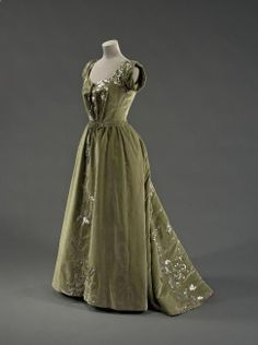 Raudnitz  Co. evening dress, 1897 From the Musee Galliera