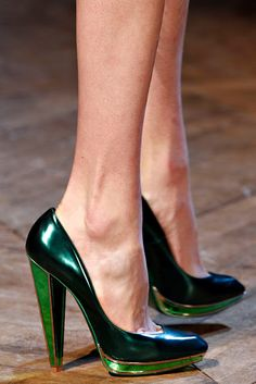Paris Fall Winter 2012 Shoes: green pumps at Yves Saint Laurent. Cute Shoes, Me Too Shoes, Stiletto Heels, High Heels, Shoe Boots, Shoes Heels, Winter Stil, Fall Winter, Green Shoes