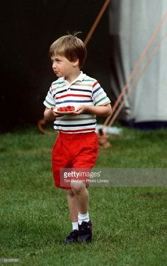 June 1987 ~ Prince William is pictured carrying a plate of strawberries at a polo match at Windsor, United Kingdom. Prince William Family, Prince William And Harry, Prince Charles, Prince Harry, Diana Son, Lady Diana, Prince And Princess, Princess Kate, Royal Life