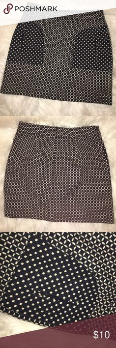 Worthington Tweed-Like Mini Skirt - 6 Great for Work! Thick Heavy Fabric, Same Style Texture as a Tweed. Has Very Little Stretch, Form Fitting. Pockets on the Front. Bought @ JCP 💚 Worthington Skirts Mini