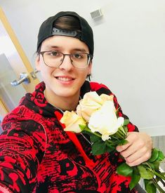 Read cap 5 from the story Me enamore de mi secretaria (Christopher Vélez y tu ) by with 167 reads. Dont Touch My Phone Wallpapers, Memes Cnco, Disney Music, My King, Music Bands, Boy Bands, Cute Pictures, Photo And Video, My Love