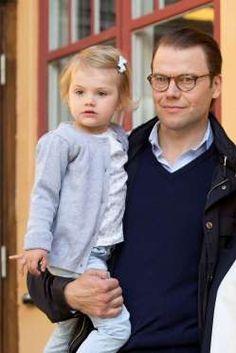 Daniel von Schweden mit seiner kleinen Tochter Estelle am 25. August 2014. Die Organspende seines Va... - Ddp images