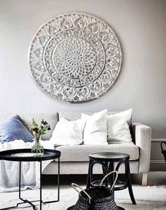 cuadros plateados sofas in 2020 Home Decor Bedroom, Interior Design Living Room, Living Room Decor, Interior Decorating, Arabian Decor, Boho Decor, Home And Living, Furniture, Balinese
