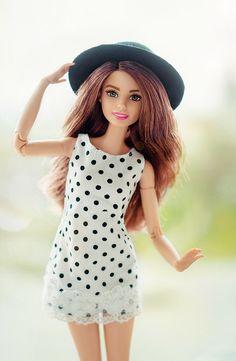 Barbie scale doll in polka dots Barbie Et Ken, Barbie Barbie, Barbie House, Celebrity Barbie Dolls, Barbie Makeup, Barbie Tumblr, Barbie Patterns, Clothes Patterns, Dress Patterns