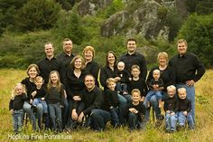 "Large Family Portrait ""No arms, jewelery limited"" Love it! Large Family Pictures, Large Group Photos, Large Family Portraits, Extended Family Photos, Large Family Poses, Family Portrait Poses, Family Picture Poses, Family Photo Sessions, Family Posing"