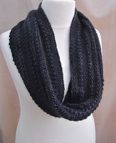 Linen & Purl cowl, Sue Lazenby FREE PATTERN http://www.ravelry.com/patterns/library/linen-and-purl-cowl