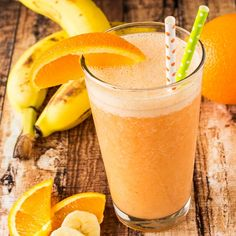 This orange banana smoothie is a creamy citrus blend of oranges, carrots, and bananas for a burst of flavor to start your morning off right! I love smoothies, I make one every morning. Although my all time favorite Orange Banana Smoothie Recipe, Orange Juice Smoothie, Smoothie Recipes With Yogurt, Smoothie Recipes For Kids, Breakfast Smoothie Recipes, Banana Smoothies, Drink Recipes, Healthy Afternoon Snacks, Healthy Drinks