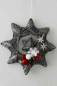 Pin by Karen Cumbee on Paper crafts Christmas Time, Christmas Wreaths, Christmas Crafts, Christmas Ornaments, Holiday, Straw Crafts, Xmas Tree Decorations, Paper Weaving, Newspaper Crafts