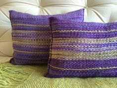 Cojines a telar Knit Pillow, Wool Pillows, Throw Pillows, Loom Weaving, Tapestry Weaving, Hand Weaving, Weaving Designs, Weaving Projects, Sacs Tote Bags
