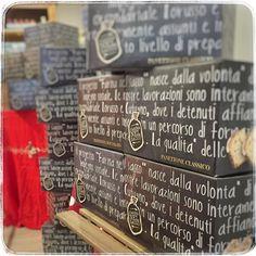 panettoni ne abbiamo?  oggi #degustazione #panettoneartigianale fatto da noi nel panificio all'interno del #carcere delle #vallette ...vi aspettiamo #golosoni!