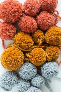 How to make DIY pom poms. Love these fall colors.  #fall #interiors #decor