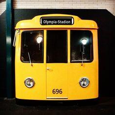 Rolê rápido pelo Estádio Olímpico de Berlin. Estação de trem #alemanha #eurotrip2016 #Berlin #train #trem #travelblogger