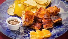 Há leitão no prato ao estilo Bairrada, há sandes de leitão, leitão em bolo do caco, à brás, em wrap e até em francesinha. Conheça estes locais maravilhosos, em Lisboa e no Porto.