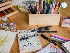 """Siempre pensamos que al hacernos adultas perderíamos el """"vicio"""" 😜 de comprar mil papeles, colores, y cositas creativas, en eso aun no…"""