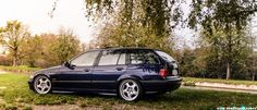 Dunkelblau non-M BMW e36 touring on cult classic OEM BMW Styling 21 (Throwing stars) wheels