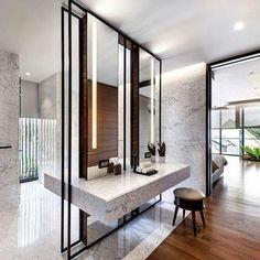 "1,117 Likes, 5 Comments - Arkpad (@arkpad) on Instagram: ""Na suíte desta casa - com projeto de Tan Cher Ming (@ming_architects) - o banheiro recebeu um…"""
