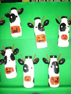 Crafts,Actvities and Worksheets for Preschool,Toddler and Kindergarten.Lots of worksheets and coloring pages. Farm Animal Crafts, Farm Crafts, Animal Crafts For Kids, Farm Animals, Kids Crafts, Petite Section, Camera Crafts, Abc Preschool, Cow Craft