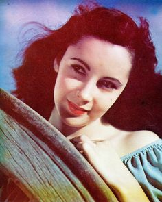 Elizabeth Taylor, that bright red lipstick really makes all the other colours pop – so gorgeous!
