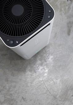 BALMUDA AirEngine   新しいタワー型になったAirEngineは設置面積も小さくなりました。強力な清浄能力を実現しつつ、設置面積はA4の紙一枚とほぼ同じサイズです。