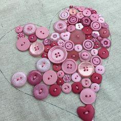 Fat quarter shop button heart http://blog.patsloan.com/2016/05/pat-sloan-button-button-who-has-the-buttons.html