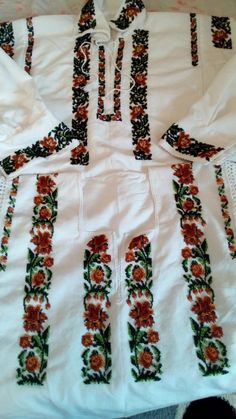 Diy And Crafts, Cross Stitch, Costumes, Traditional, Embroidery, Hand Embroidery, Punto De Cruz, Dots, Needlepoint