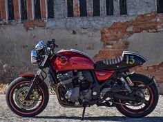GSX1200 red custom cafe racer, first build by Pedro Mendoça (Vale Cafecustom) - Fundão, Portugal (via Inazuma Cafe Racer)