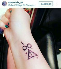 Ideas Tattoo Tiny Ideas Harry Potter For 2019 Mini Tattoos, Little Tattoos, Trendy Tattoos, Cool Tattoos, Tatoos, Arrow Tattoos, Tattoo Geek, Hp Tattoo, Piercing Tattoo