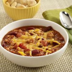A heart healthy recipe for turkey chili made with lean ground turkey, stewed tomatoes and kidney beans