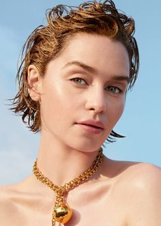 A headshot featuring Game of Thrones star Emilia Clarke on the June 2019 cover of Allure Magazine. Her medium-brown bob is styled wet and she is wearing minimal makeup and a bold Bottega Veneta necklace. English Actresses, British Actresses, Actors & Actresses, Emilia Clarke Hot, Emelia Clarke, Rowan Blanchard, Mother Of Dragons, Khaleesi, Daenerys Targaryen